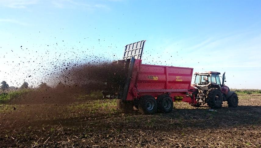 Comercial-de-riegos-manejo-estiercol-y-compost-remolque-esparcidor